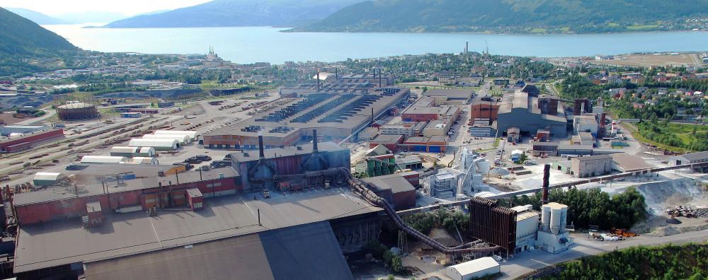Der Industriepark Mo idyllisch gelegen am Fjord.©IndustrieparkMo