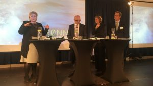 Erna Solberg, Vidar Helgesen, Connie Hedegaard und Idar Kreutzer bei der Präsentation des Berichtes zur grünen Wettbewerbsfähigkeit©Jo Randen