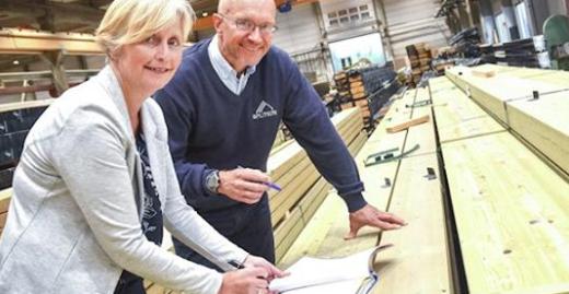 Unterzeichnung einer Vereinbarung zwischen der Splitkon AS und der Entwicklungsgesellschaft Siva zum Bau einer Massivholzfabrik in Åmot©Splitkon