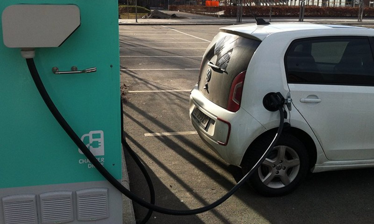 Auch kleine Gemeinden sollen Schnellladestationen für Elektroautos installieren.©Elbilforening
