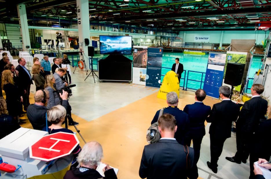 Das endgültige Design für das Schiff wurde kürzlich Medienvertretern im SINTEF Ocean Laboratory vorgestellt.©Ole Martin Wold/Sintef