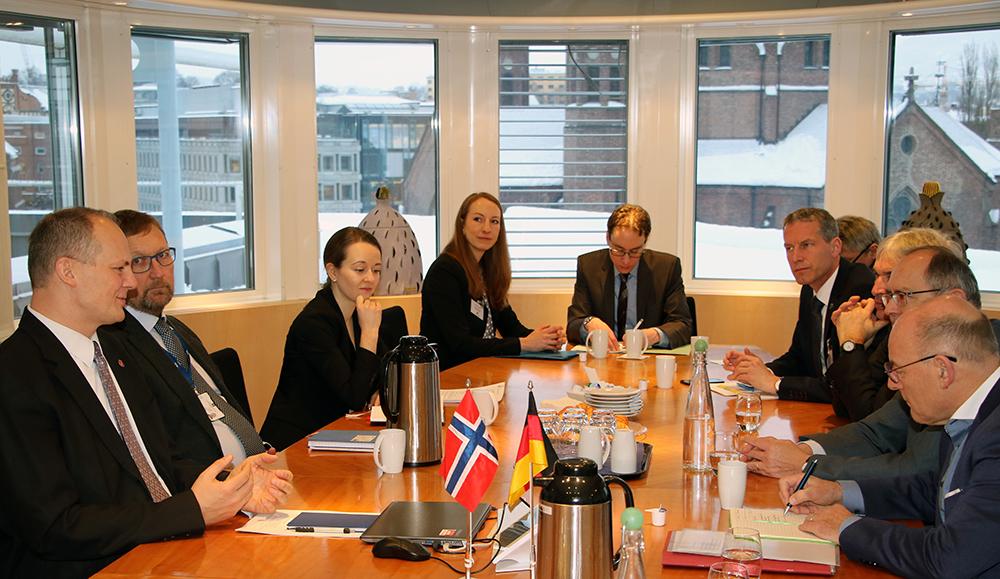 Während ihres Aufenthaltes traf die Delegation auch mit Transportminister Ketil Solvik-Olsen zusammen.©regjeringen.no