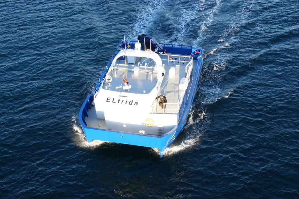 Seit 2017 ist das batteriebetriebenes Schiff Elfriede mit einem Antrieb von Siemens auf einer norwegischen Lachsfarm im Einsatz. Siemens will noch in diesem Jahr mit der Produktion von Schiffsbatterien in Trondheim starten. Dabei profitiert das Unternehmen vor allem von günstigen Energiepreisen.©Siemens AG